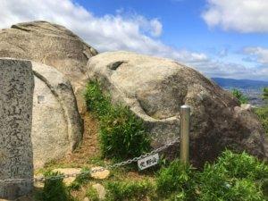 交野山の観音岩