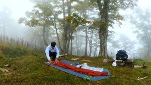 テントをたたむ